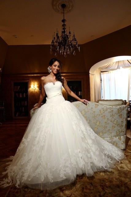 Danielle Jonas mostró su vestido de novia