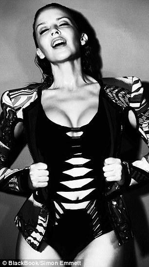 Kylie Minogue infartante-06