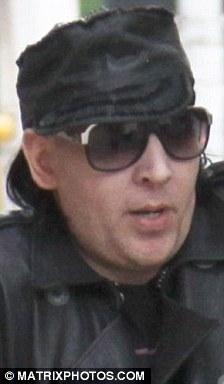 Marilyn Manson visita a su novia sin maquillaje-03