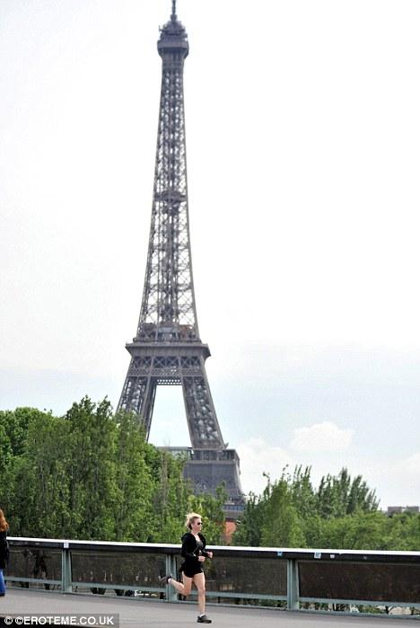 Renee Zellweger corre por Paris-01