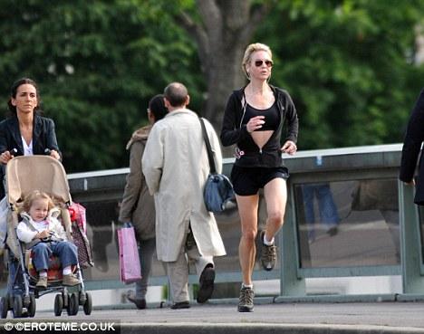 Renee Zellweger corre por Paris-02