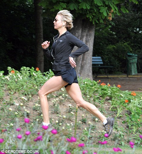Renee Zellweger corre por Paris-03