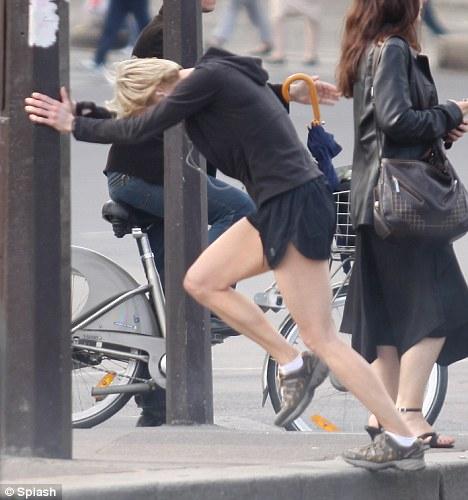 Renee Zellweger corre por Paris-04