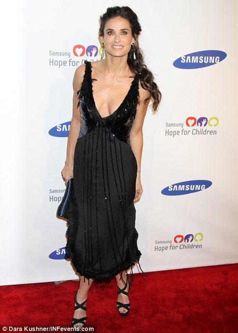 Demi Moore preocupa por su delgadez-02
