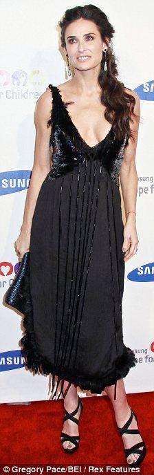 Demi Moore preocupa por su delgadez-04