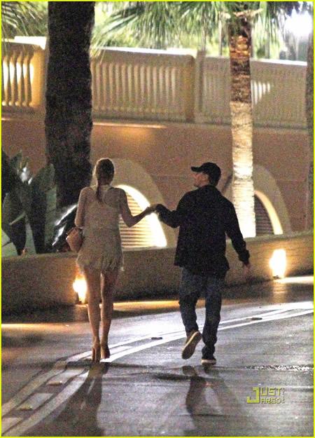 Leonardo DiCaprio y Blake Lively de la mano en Monaco-01