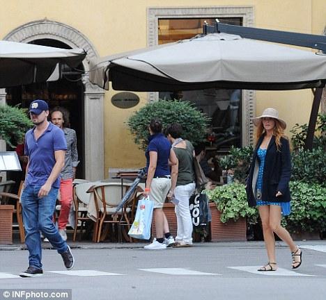 Leonardo DiCaprio y Blake Lively pasean por Verona juntos-02