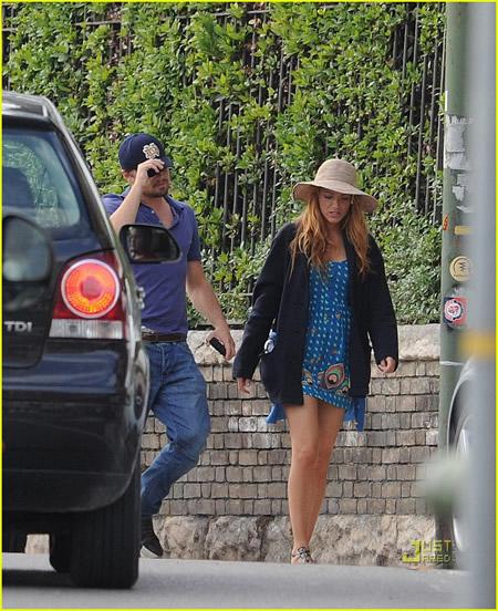 Leonardo DiCaprio y Blake Lively pasean por Verona juntos-04