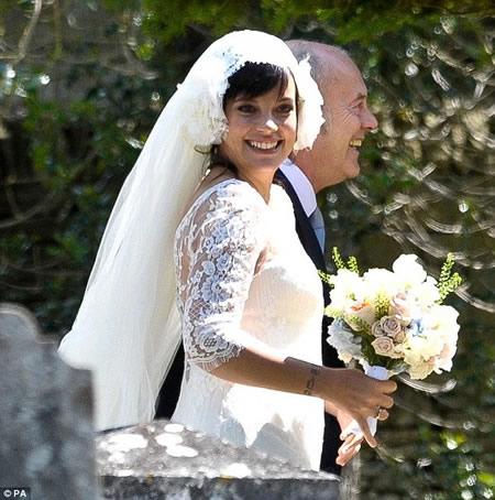 Lily Allen_ casamiento y anuncio de embarazo-04