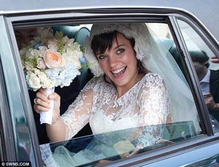 Lily Allen_ casamiento y anuncio de embarazo-09