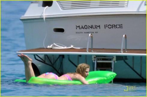 Vacaciones en Saint Tropez para Avril Lavigne7