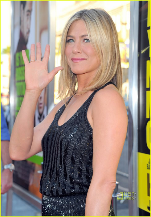 Jennifer Aniston se luce2