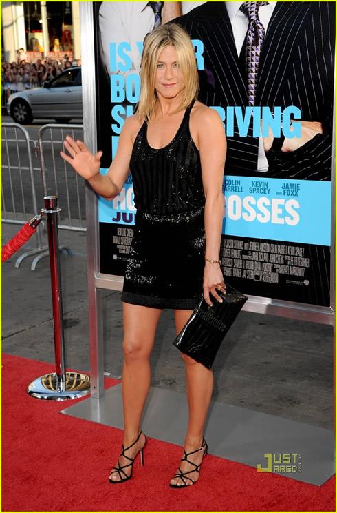 Jennifer Aniston se luce4