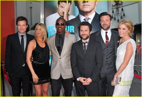 Jennifer Aniston se luce5