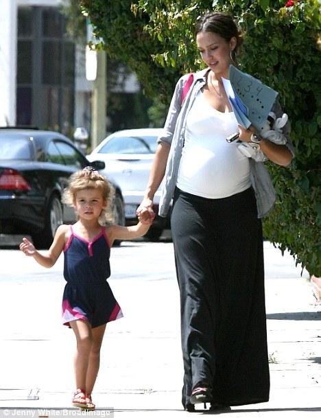 Jessica Alba anima a las embarazadas3