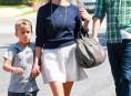 imagen Reese Whiterspoon luce su pancita de mamá