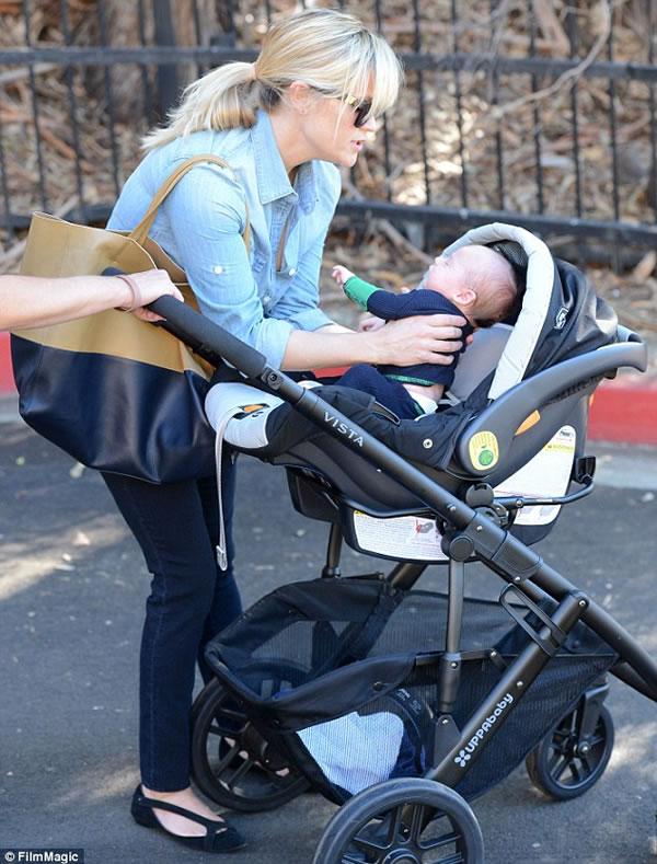 Las primeras fotos del hijo de Reese Witherspoon 1