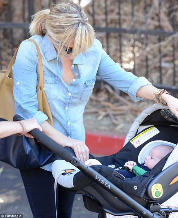 Las primeras fotos del hijo de Reese Witherspoon 2
