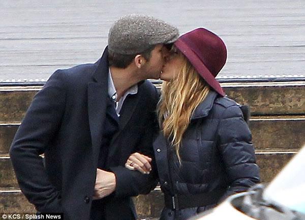 El Sr. y la Sra. Reynolds enamorados en Paris3