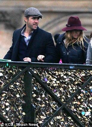 El Sr. y la Sra. Reynolds enamorados en Paris5