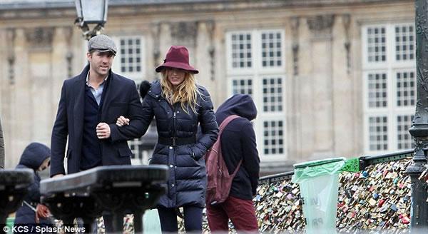 El Sr. y la Sra. Reynolds enamorados en Paris6
