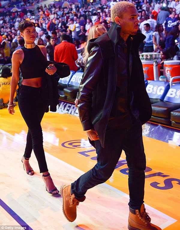 Rihanna y Chris Brown 4