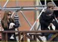 imagen Brad Pitt y Angelina Jolie llevan a sus hijos de paseo